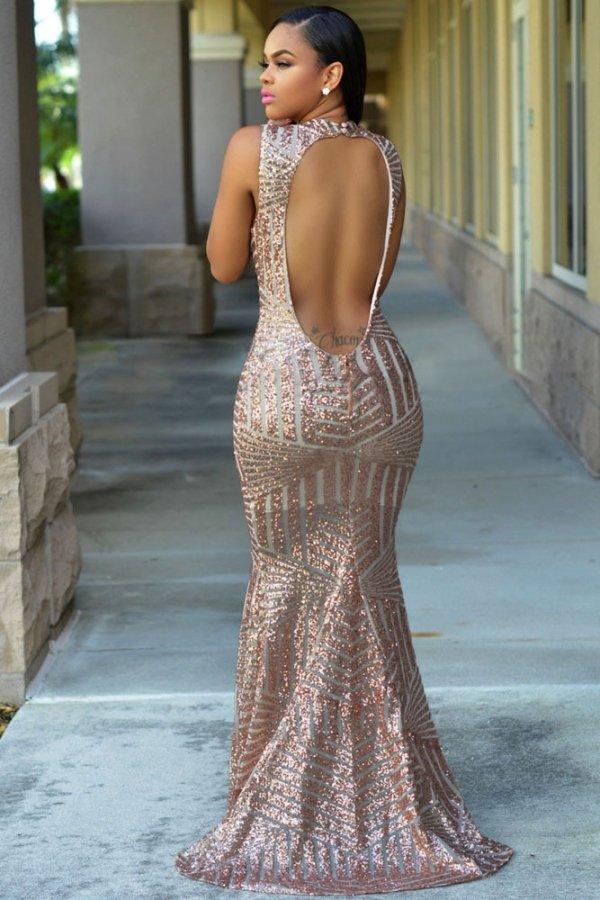 vestito lungo elegante schiena scoperta